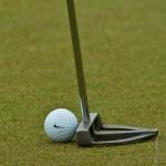 Golfschlaeger und Golfball